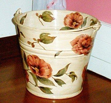 Decoupage floreale su secchio metallo